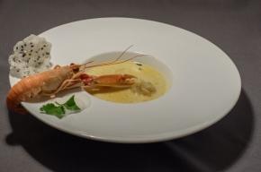 soep - Gele currysoep met gyoza van rivierkreeftjes, langoustine en sesamkroepoek