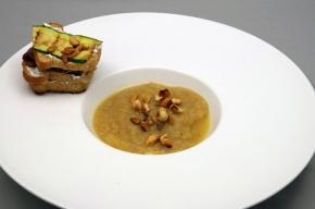soepje - Soepje van in zout gepofte knolselderij met mini pan tosti