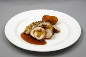 hoofdgerecht - Kalkoenrollade met aardappelkroketje en witlof