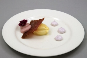 nagerecht - Cassis dessert met serehijs